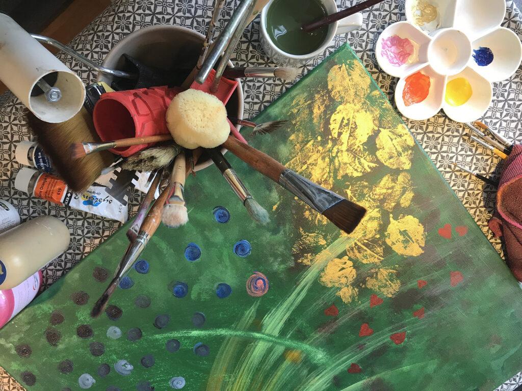 penslar och färger till kursen Vedic Art