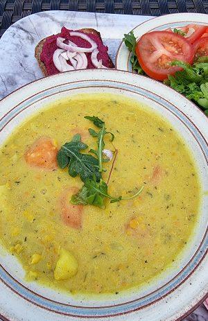grönskassoppa med sallad